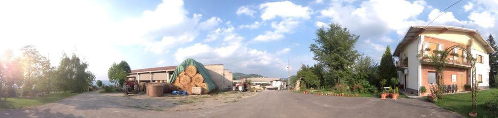 casa stalla e fienile dal contadino